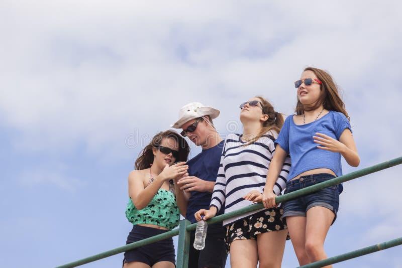 Gyckel för tonåringferiestrand fotografering för bildbyråer