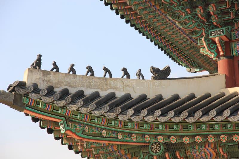 Gyeongbokgung slott, koreanskt traditionellt tak, Japsang diagram, Seoul, Sydkorea arkivbilder