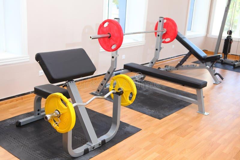 Gym do levantamento de peso imagens de stock