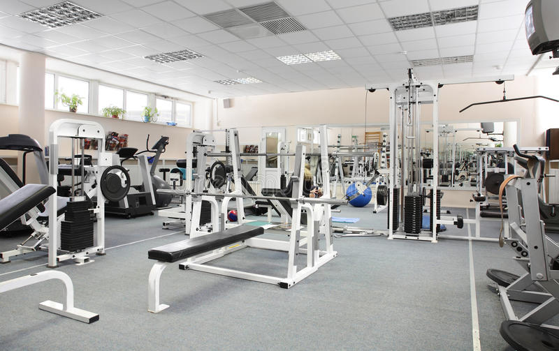 Gym europeu moderno do esporte sem povos foto de stock
