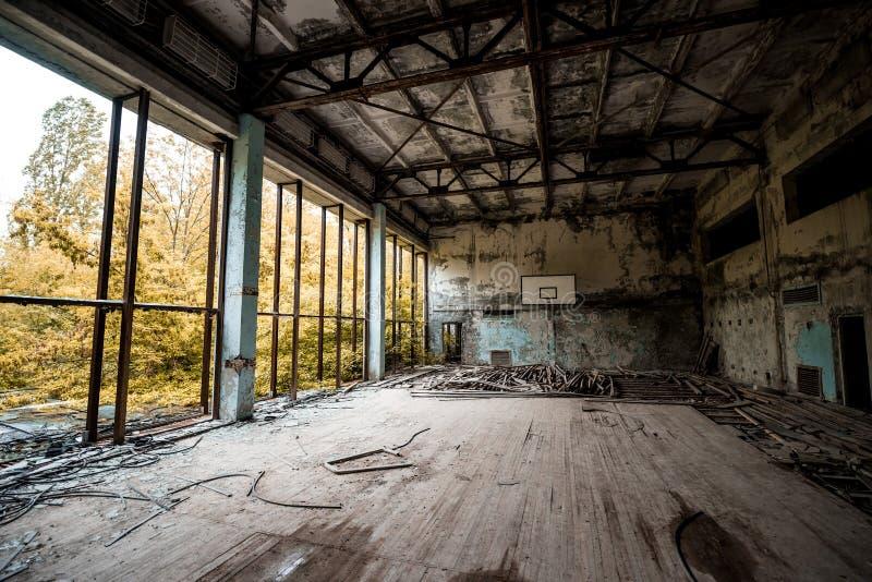 Gym w zaniechanej Pripyat szkole zdjęcia stock