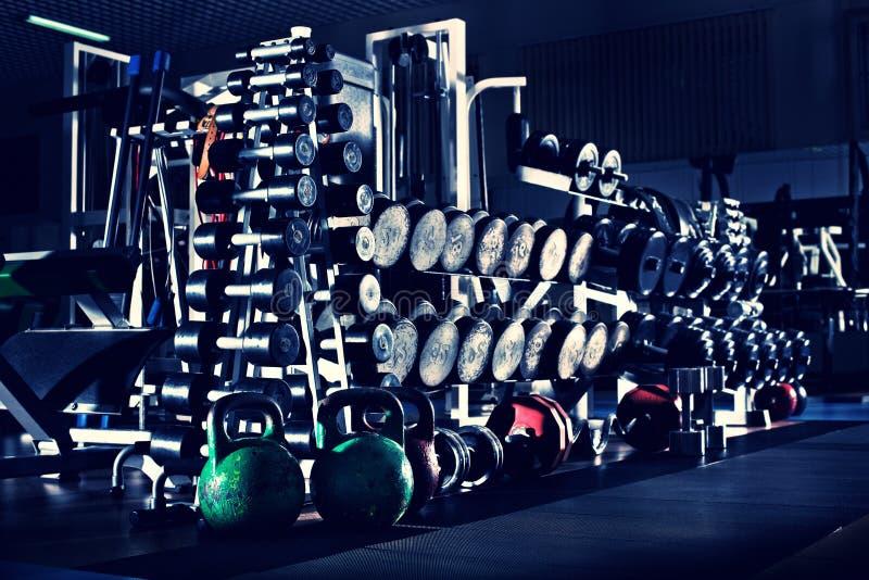 Gym zmrok - błękitny wnętrze zdjęcie stock