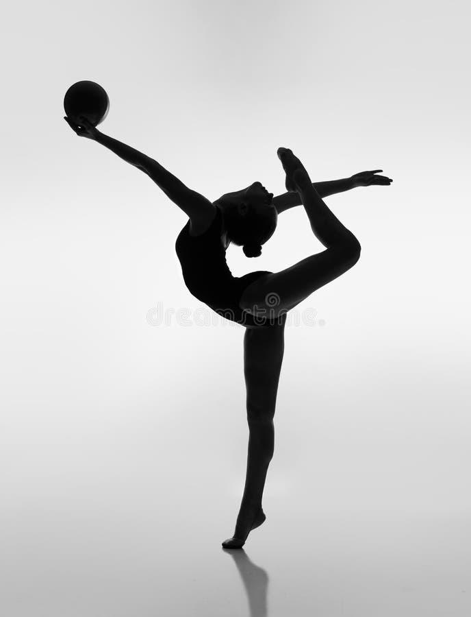 Gymnast με μια σφαίρα στοκ φωτογραφία