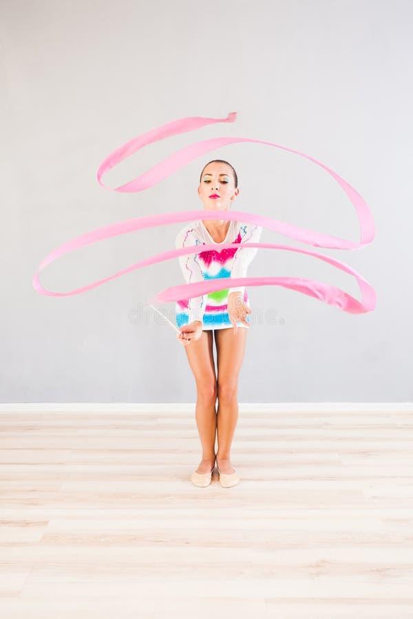 Gymnast com fita foto de stock