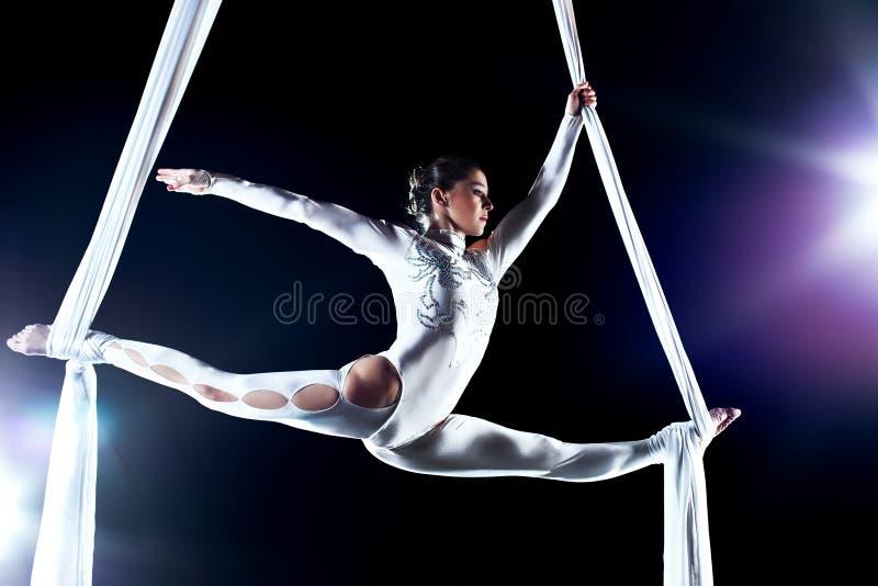 Gymnast della giovane donna fotografia stock