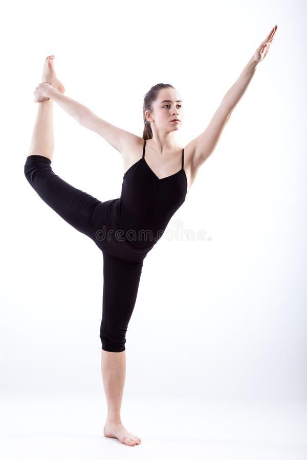 Gymnaste étirant des jambes photo stock