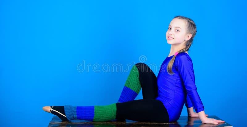 gymnastiek De gelukkige sportman van de kindturner Geschiktheidsdieet Energie De training van de acrobatiekgymnastiek van tienerm stock afbeeldingen