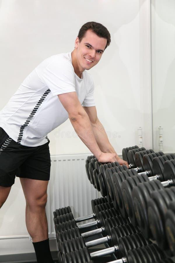 Gymnastikmann mit Dumbbell stockbilder