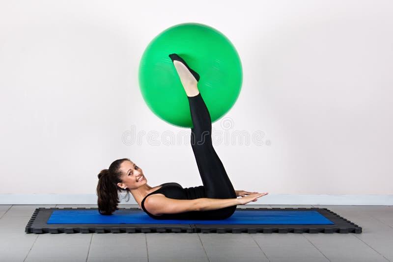 gymnastikpilates arkivfoto