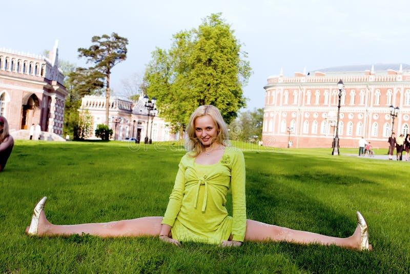 gymnastisk övning royaltyfria foton