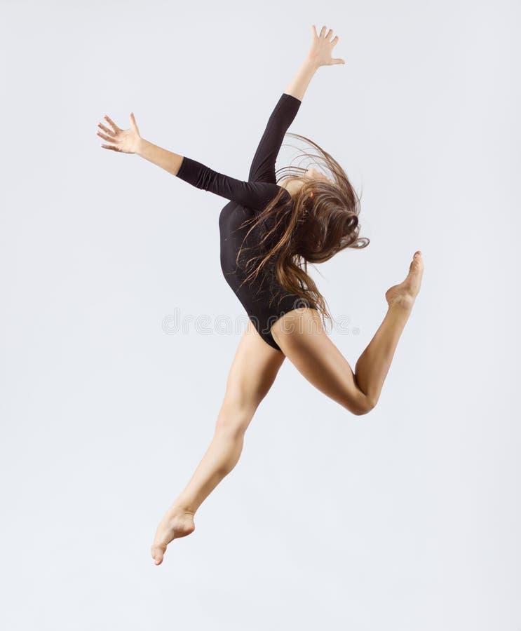 Gymnastisk förlovad konst för ung flicka fotografering för bildbyråer