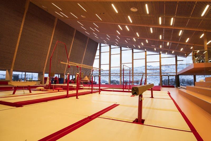 Gymnastisk utrustning i en idrottshall i Faroeen Island royaltyfria foton