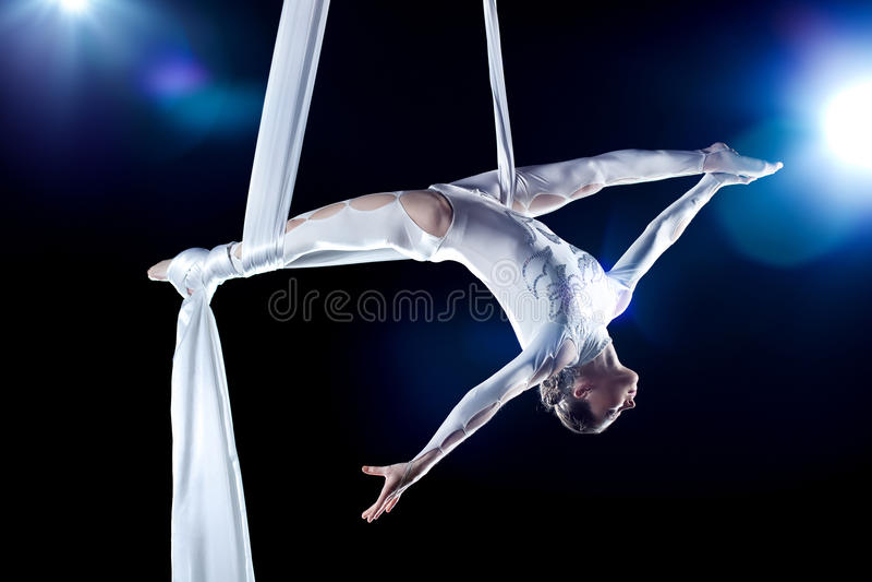 Download Gymnastkvinnabarn fotografering för bildbyråer. Bild av profil - 19798311