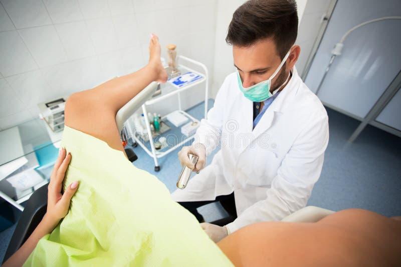 Gynecologist εξέταση κλινικών στοκ εικόνες