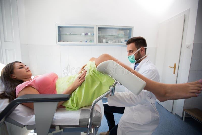 Gynecologist kliniki egzamin obraz stock