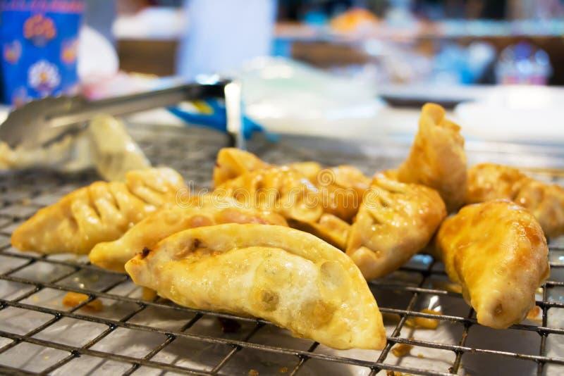 Gyoza fritado, alimento da rua fotografia de stock royalty free