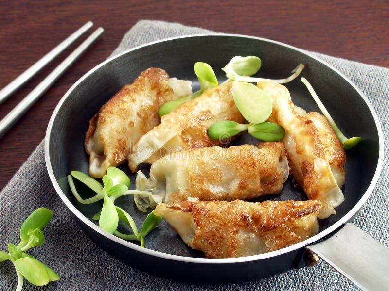 Gyoza Japans voedsel in pan stock foto's