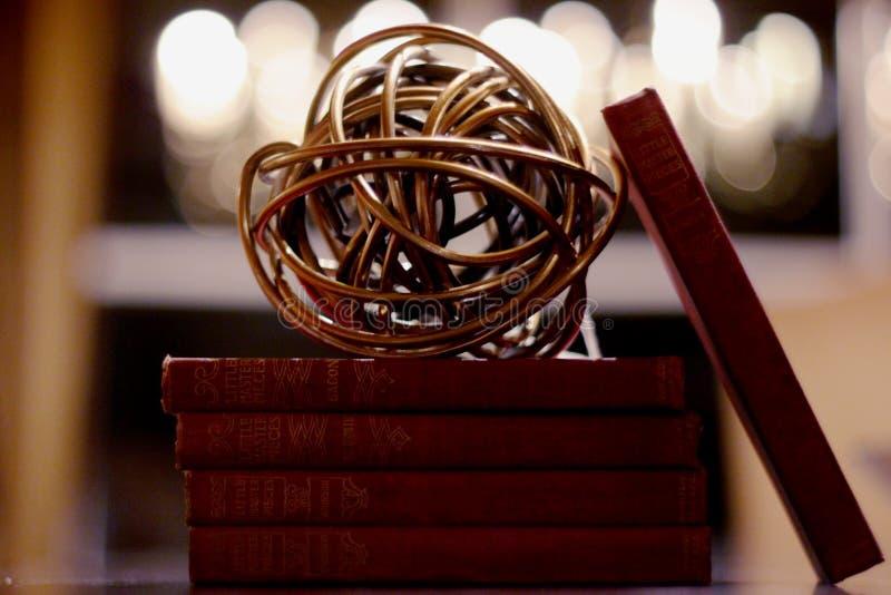 Gyroscoopbal op Boeken stock foto