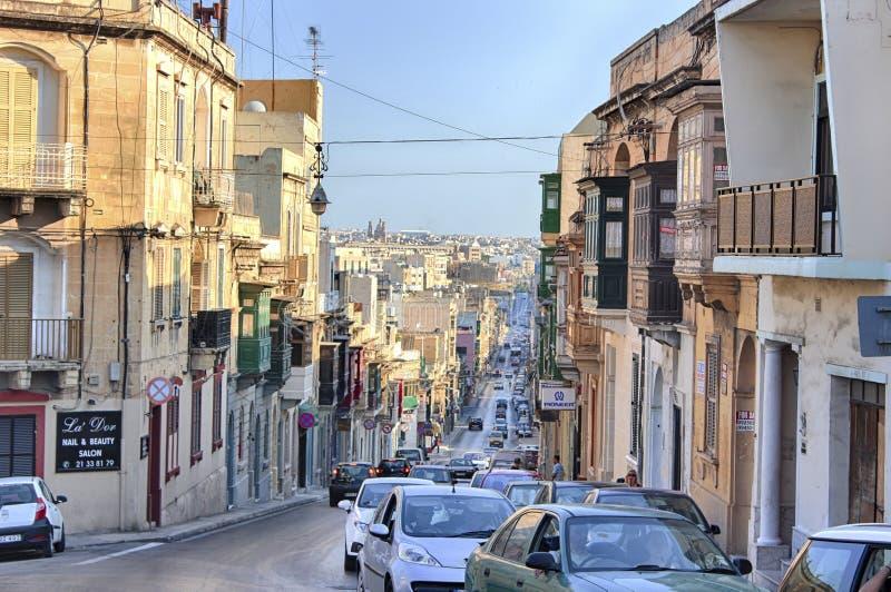 Gzira central gata Malta för gammal stad på den soliga dagen royaltyfri foto