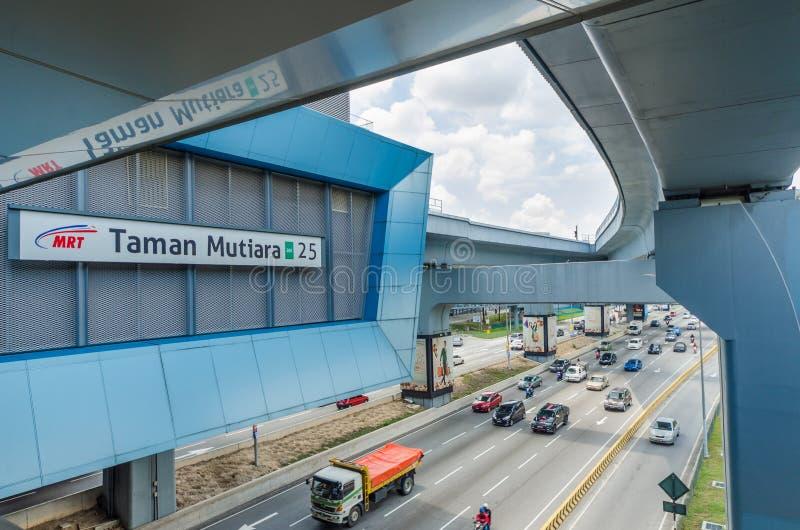 H? algumas pontes da rela??o conecta a alameda do lazer de Cheras e a alameda de Eko Cheras diretamente ? esta??o do MRT Taman Mu foto de stock