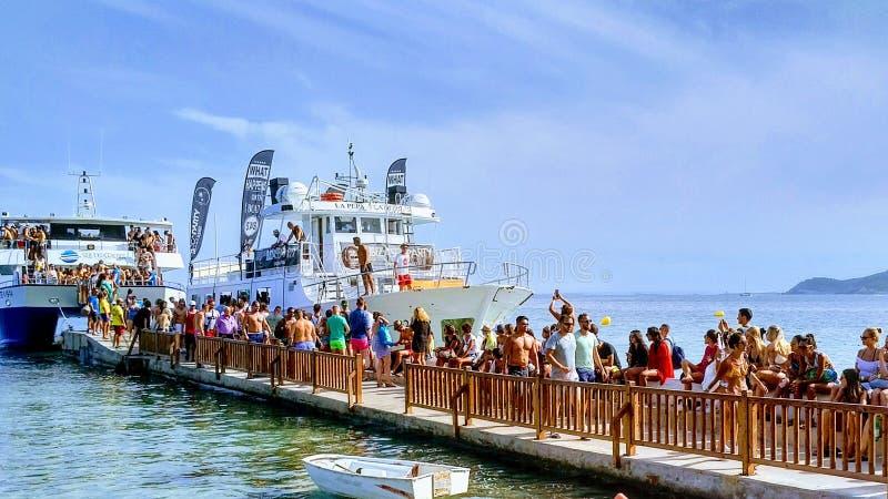 Há sempre um partido do mar em Ibiza! imagens de stock royalty free