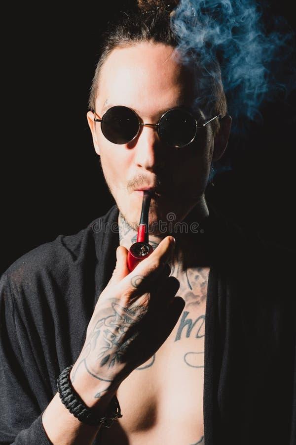 Hábitos maus, apego de nicotina imagem de stock
