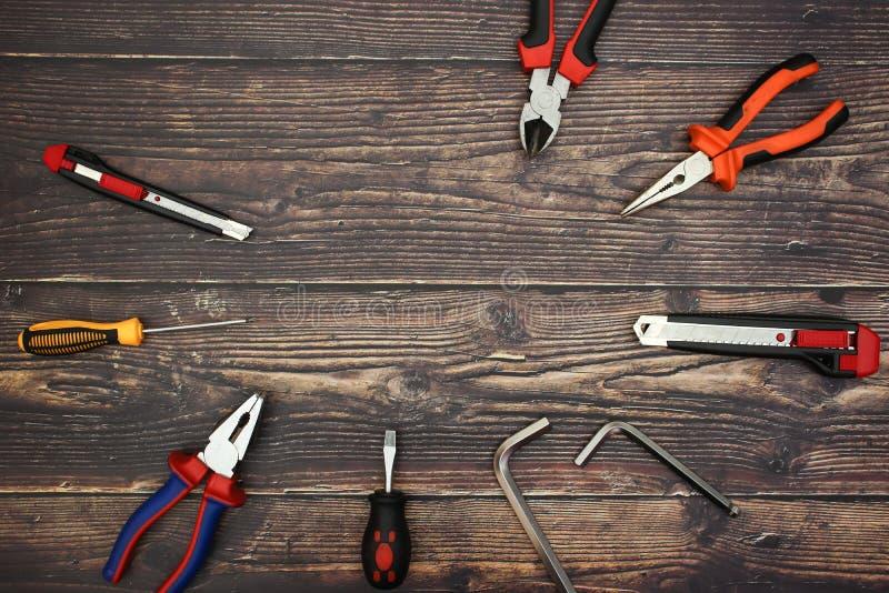 Hágalo las herramientas en el escritorio fotografía de archivo