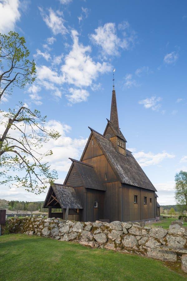 Høyjord ударяет церковь, Andebu, Норвегию стоковые изображения rf