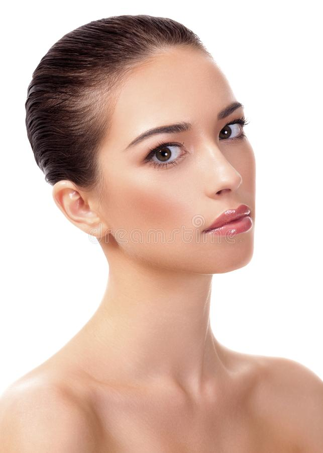 Hübsches Mädchen mit sauberer und frischer Haut Nahaufnahmeportrait getrennt auf Weiß stockfotos