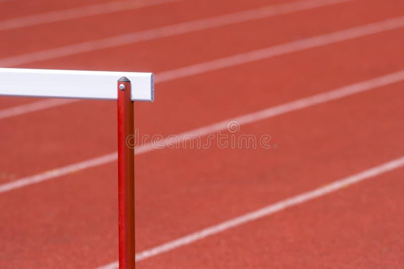 Häck på det röda rinnande spåret som förbereds för konkurrens royaltyfri bild