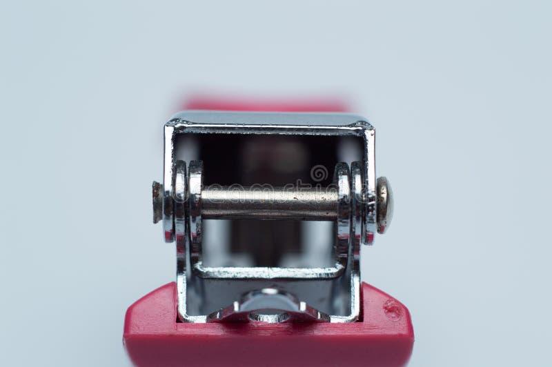 Häftapparat utan häftklamrar på vit bakgrund arkivfoton