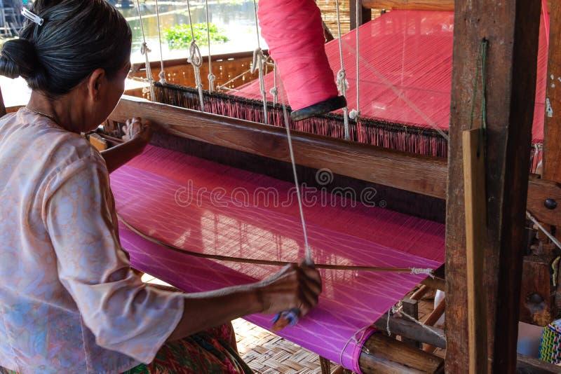 Hägring inlesjö i Myanmar (Burmar) royaltyfri bild