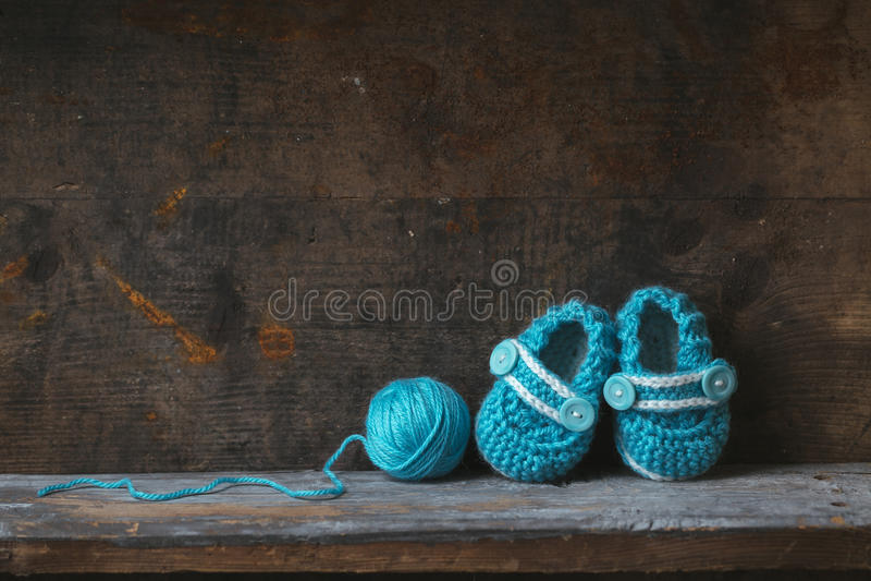 Häkelarbeitbabybeuten lizenzfreie stockbilder