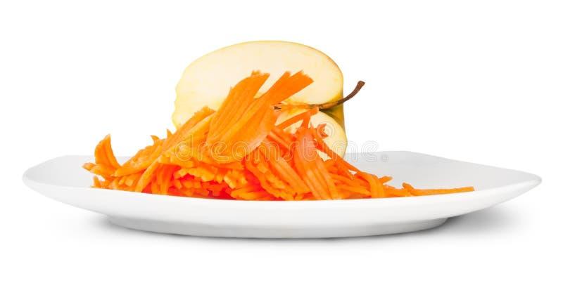 Hälfte Apple mit zerriebener Karotte auf weißer Platte lizenzfreies stockfoto