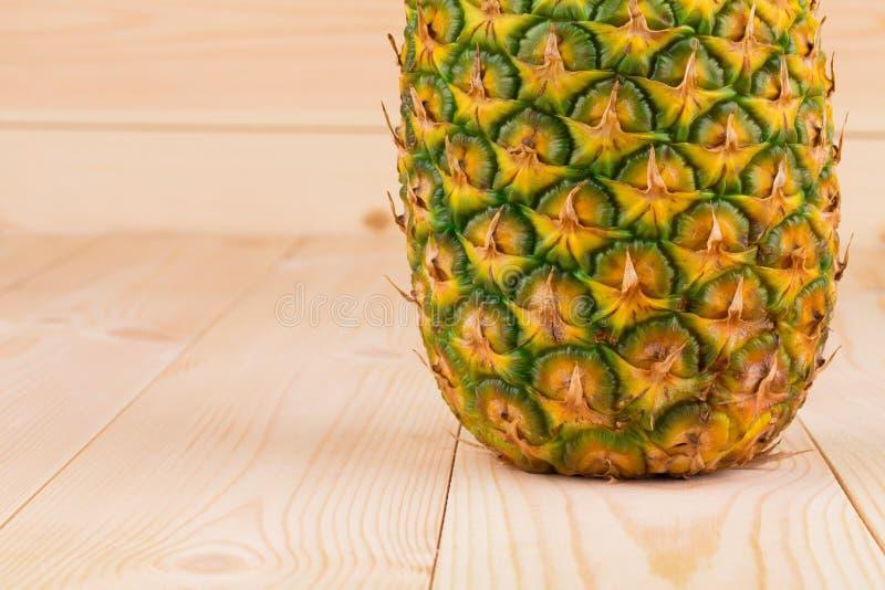 Hälfte der frischen reifen Ananas stockfoto