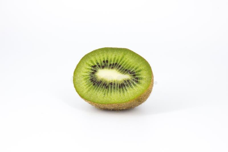 Hälfte der Kiwi auf weißem Hintergrund lizenzfreie stockbilder