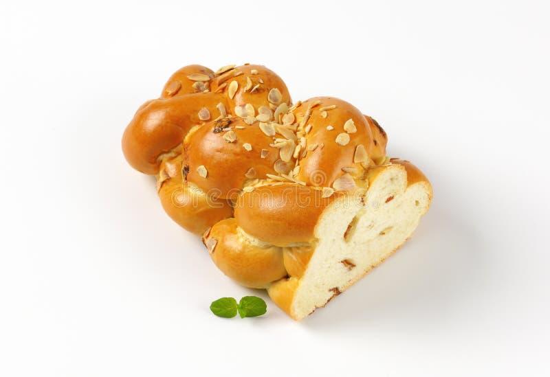 Hälfte des süßen umsponnenen Brotes stockfotografie