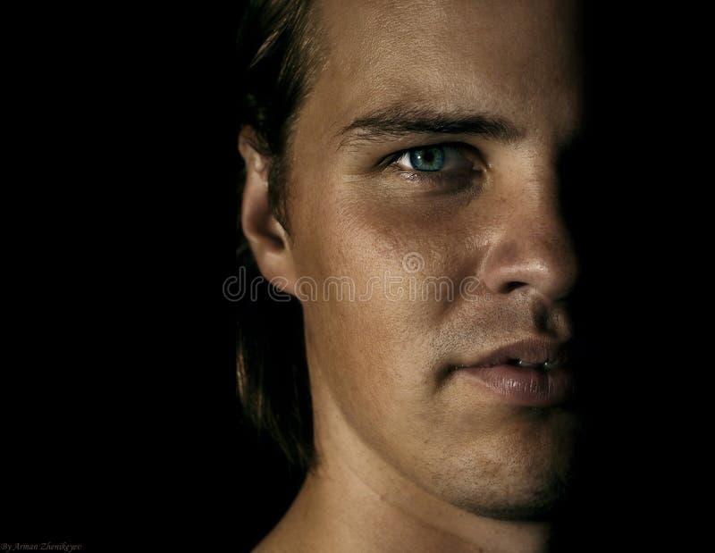Hälfte-Portrait des Mannes stockbilder
