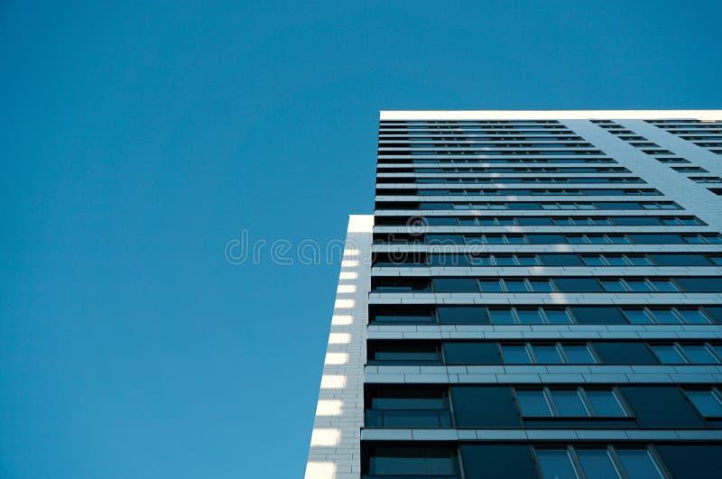 Hälfte Wolkenkratzer- lizenzfreie stockbilder