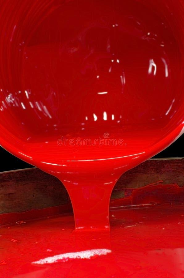 Häll av röd färg som skrivar ut färgpulver royaltyfri bild