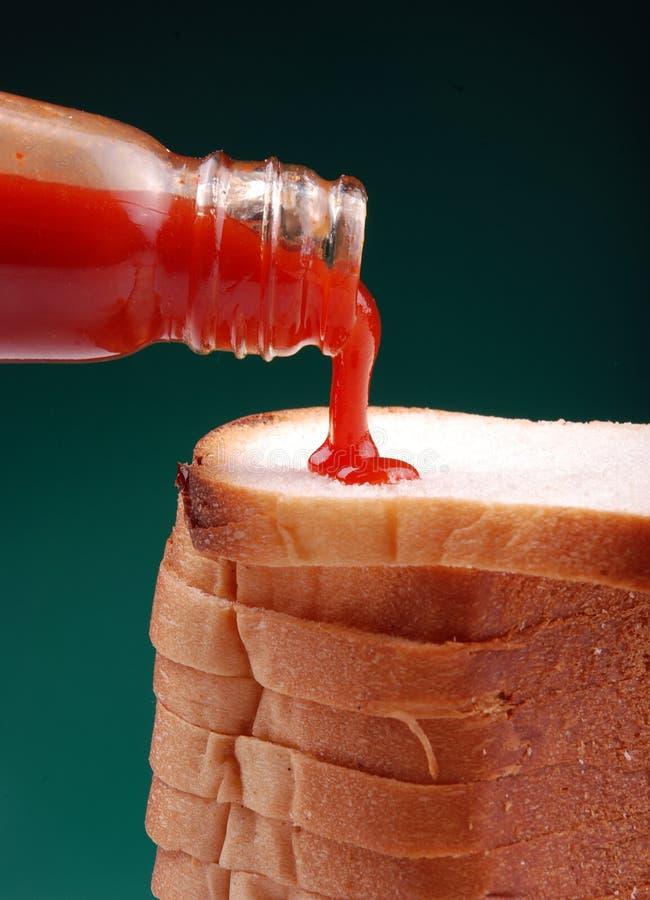 hälla för ketchup royaltyfri bild