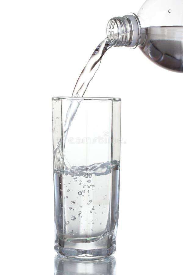 hällande vatten för exponeringsglas arkivbild