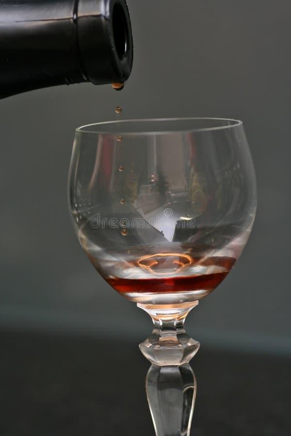 hällande wine royaltyfri foto