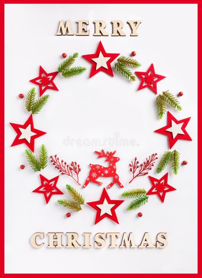 Hälsningkort för nytt år på vitbok med glad jul för en inskrift royaltyfria foton