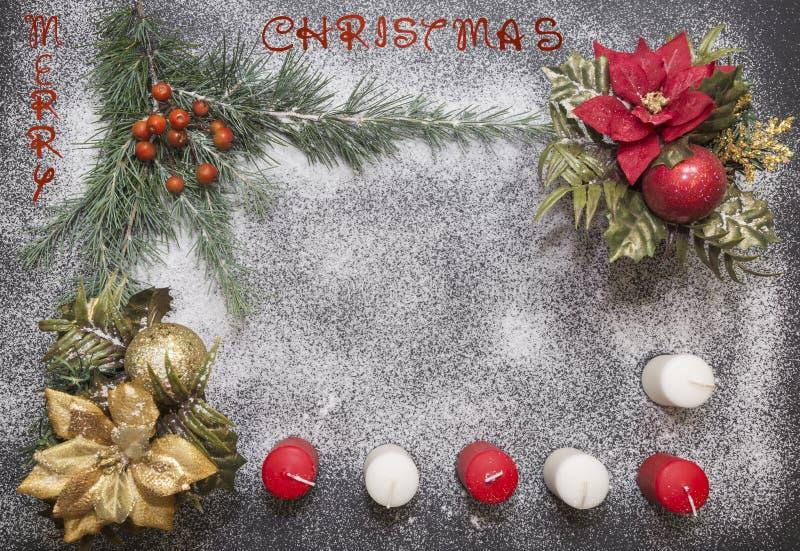Hälsningkort med festlig garnering och text - glad jul arkivbild