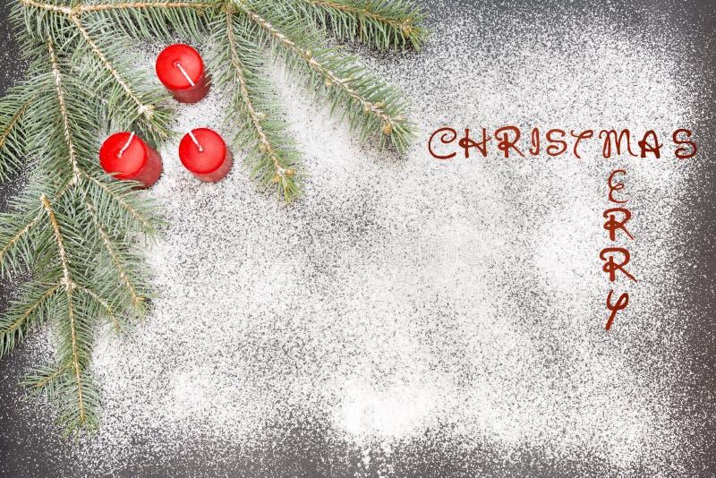 Hälsningkort med festlig garnering och text - glad jul arkivfoton