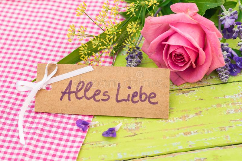 Hälsningkort med tysk text, Alles Liebe, hjälpmedelförälskelse för valentindag eller moderdag royaltyfria bilder
