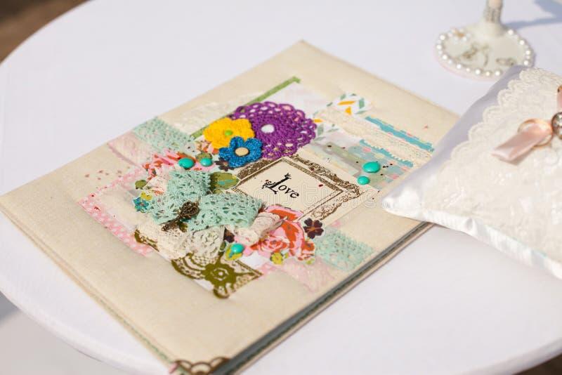 Hälsningkort på ett bröllop arkivbild