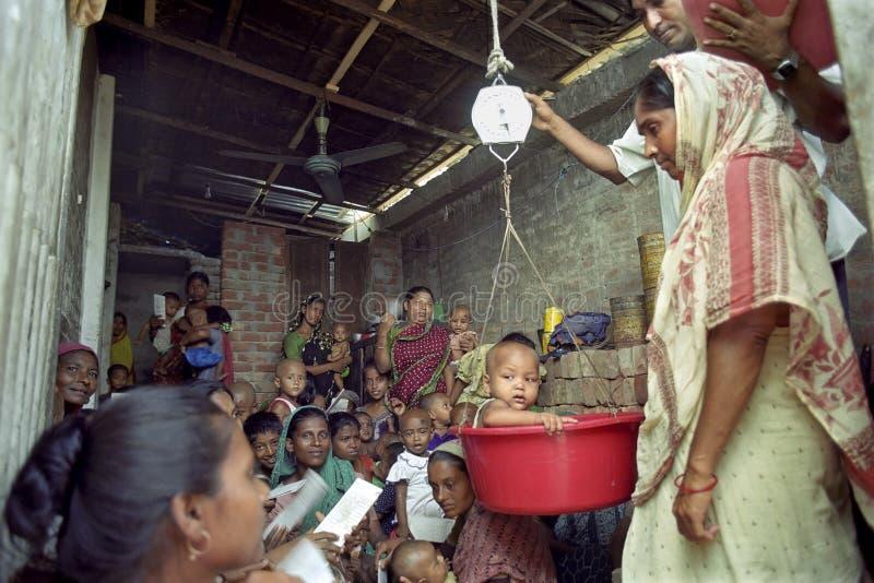 Hälsovård för behandla som ett barn och små barn, Bangladesh royaltyfria foton
