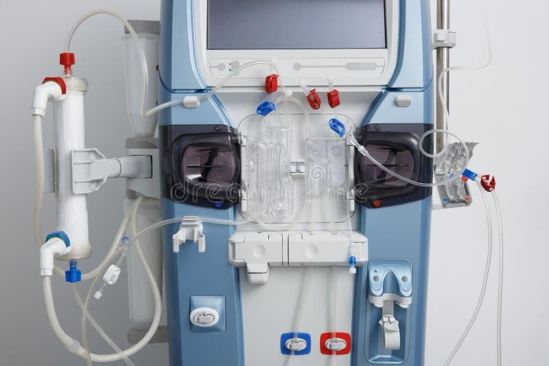 Hämodialysemaschine mit Schläuche und Installationen lizenzfreie stockfotografie